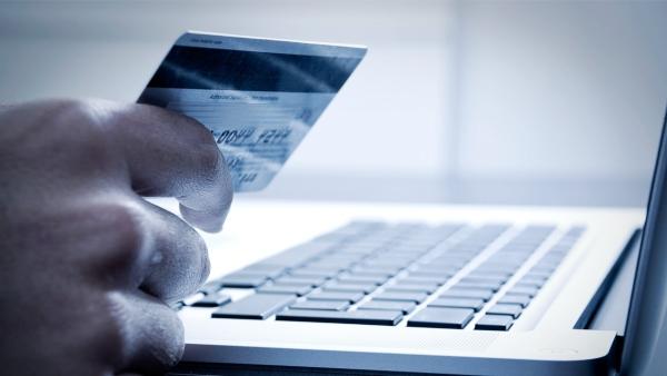 Frodi su Internet, attenzione a come utilizzare il bancomat