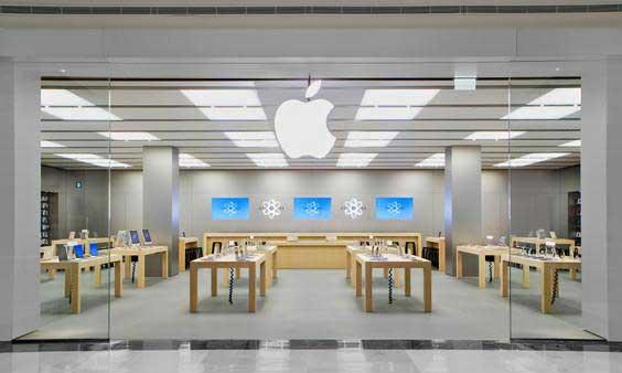 Si travestono da dipendenti e rubano Apple Store