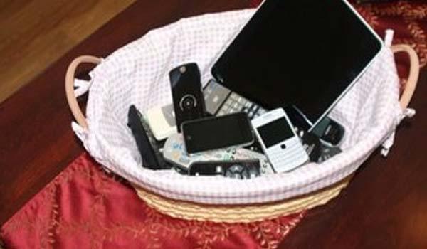 Cestini porta-smartphone per fuggire dalla tecnologia